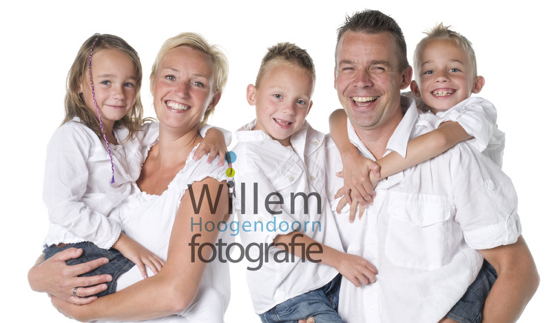 familieportret fotoshoot gezin hippe familieportretten Willem Hoogendoorn Fotografie Woerden portretfotograaf