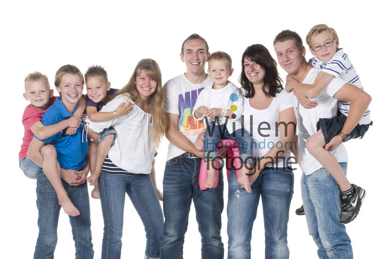 familieportret fotoshoot neven en nichten kleinkinderen jubileum hippe familieportretten Willem Hoogendoorn Fotografie Woerden portretfotograaf