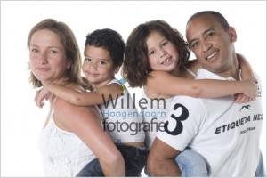 familieportret familiefoto bijzondere bijzondere portretfotografie gezin fotosessie fotograaf woerden Willem Hoogendoorn Fotografie