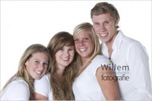 familieportret famliefoto moderne gezinsfotografie fotograaf woerden Willem Hoogendoorn Fotografie