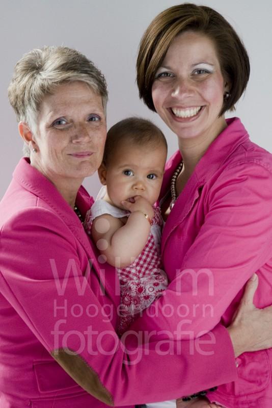 Familieportret moeder dochter baby 3 generaties Willem Hoogendoorn Fotografie Woerden